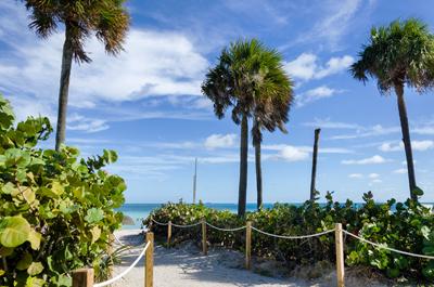 Path to the Atlantic ocean in south Miami beach